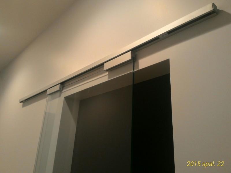 slankios stiklines durys