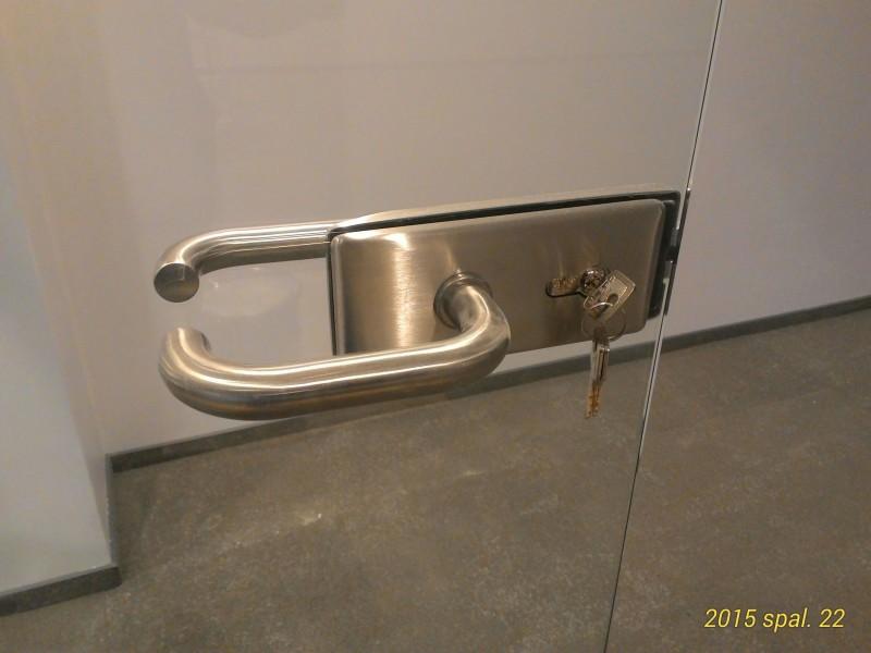 aliuminio rankena stiklo duryse