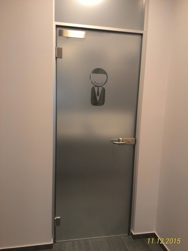 matinto stiklo durys
